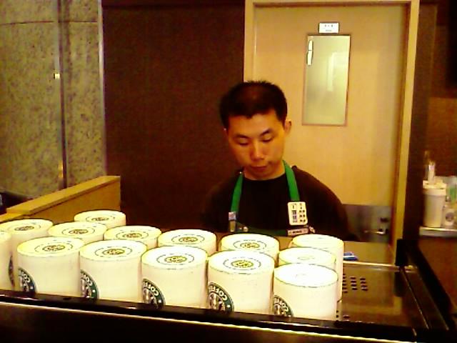 Shanghai Starbucks, 9:32AM local
